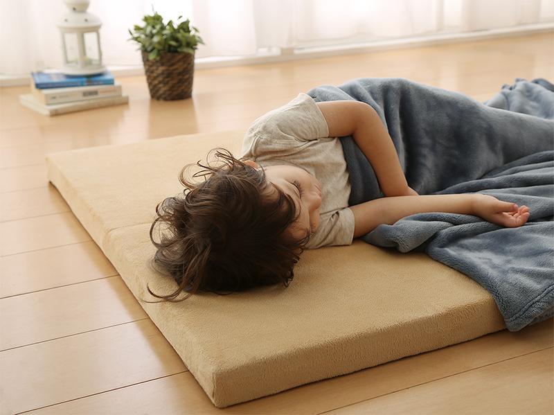 500043835 g 0013 m - 子供・赤ちゃんがベッドから落ちるのを防ぐ!年齢・時期別の転倒防止策。