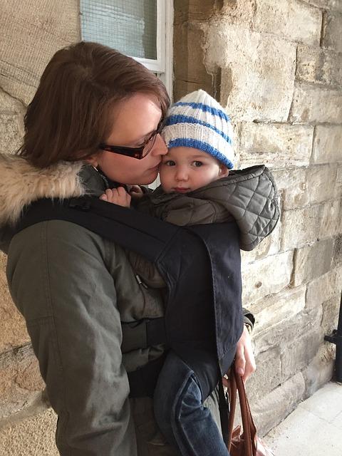 mother 1078807 640 - 【二人目育児おすすめ便利グッズ】抱っこ紐&スリングの失敗しない選び方。家事の必需品!