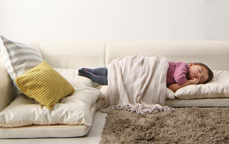 040102928 g 0007 m - 【子供と過ごすソファー選び&汚れ対策】年齢別のオススメと気をつけたい安全面。