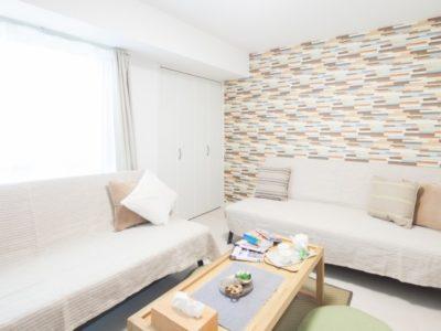 sofa1 400x300 - 【おしゃれなローソファ部屋6選】子供と暮らす素敵な部屋とポイント