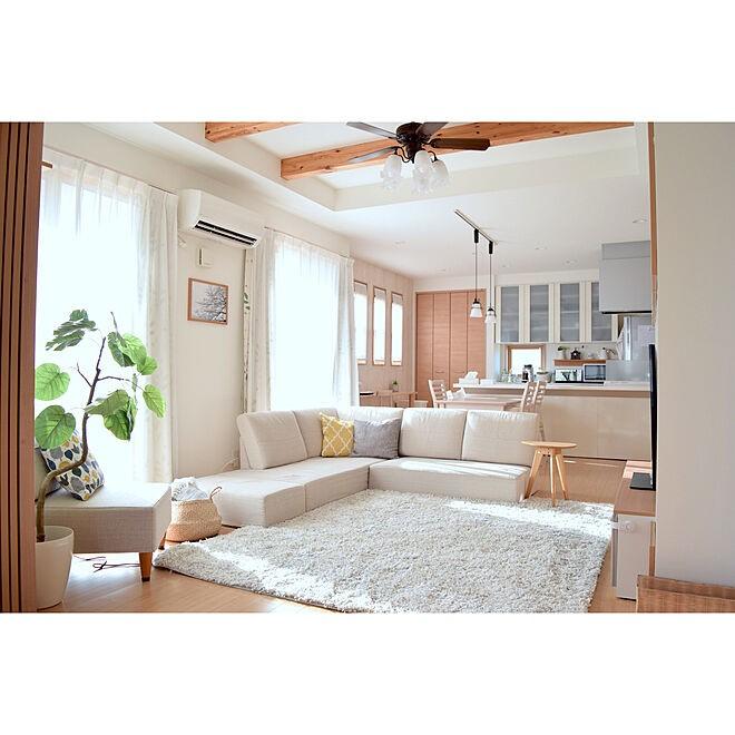 sofa3 - 【おしゃれなローソファ部屋6選】子供と暮らす素敵な部屋とポイント