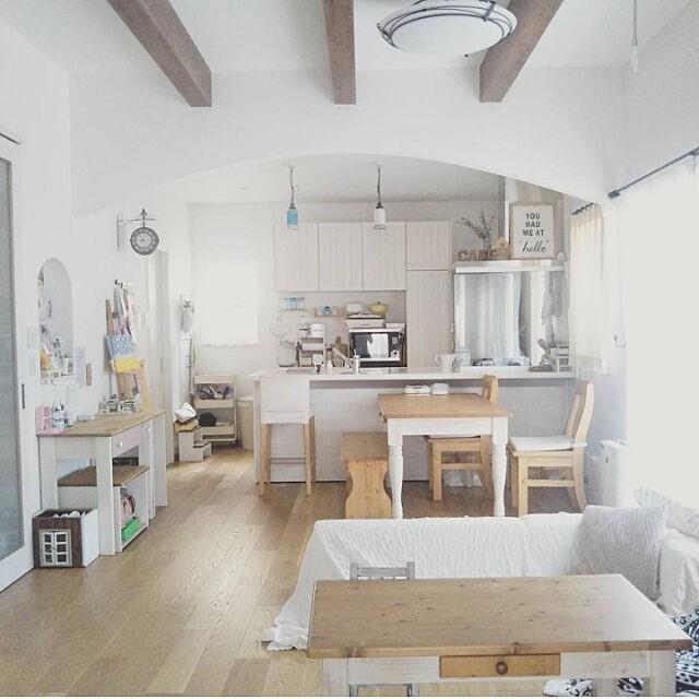 sofa4 - 【おしゃれなローソファ部屋6選】子供と暮らす素敵な部屋とポイント