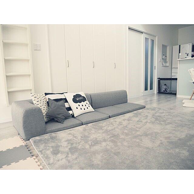 sofa5 - 【おしゃれなローソファ部屋6選】子供と暮らす素敵な部屋とポイント