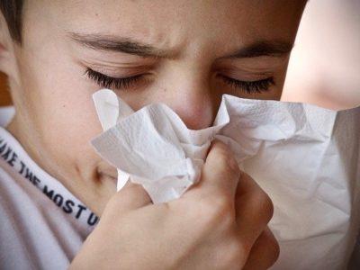 cold 3861935 640 400x300 - 【この差って何ですか?】花粉症対策に効果的な4つの方法&飲み物は?子供の発症を防ぎたい!